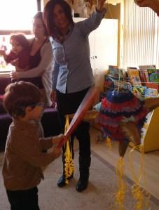 Rompiendo la piñata