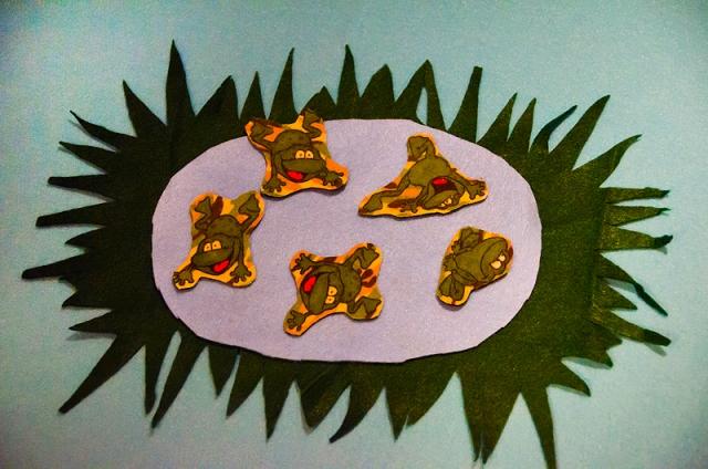 Happy Felt Frogs